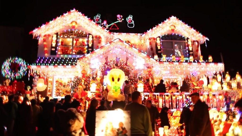 8 BEST CHRISTMAS HOUSE LIGHTS! | Localish
