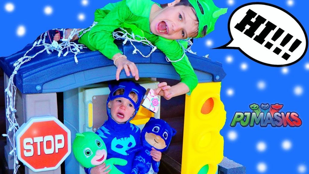 PJ Masks CHRISTMAS SPECIAL EPISODE! Gekko RUINS Christmas LIGHTS on Playhouse with Catboy
