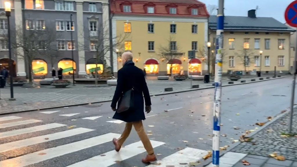 Virtual walk through Södertälje center. Christmas lights and street sounds